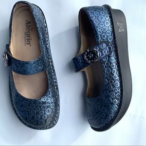 Alegria Size 39 Mary Jane Button Print shoes